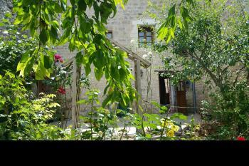 Maison de village en pierre avec un charme fou...