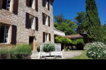 Elégante maison de village, bel espace extérieur
