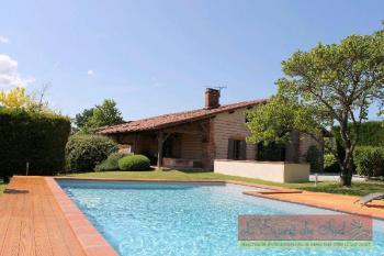 Verfeil, vaste ferme rénovée, piscine, grand garag