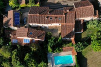 Jolie maison en pierre, dans un hameau