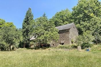 Jolie maison, dependances, lac et 7,4 ha de terrai