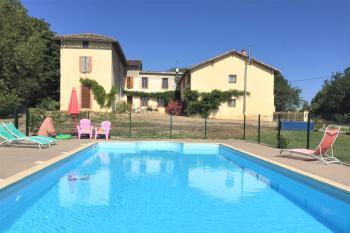 Ferme rénovée avec 3 gîtes, piscine sur 1,6 ha